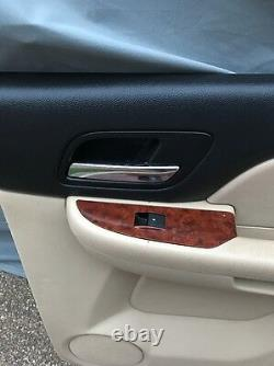 07-14 Yukon Tan And Black Right Back Door Panel Withwindow Switch 07-14 Tahoe Read